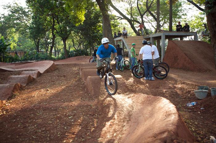 Backyard Bmx Pump Track : Yard BMX Track Design httpwwwleelikesbikescomjakartapumptrack